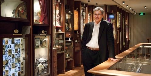 Orhan Pamuk nel Museo dell'Innocenza