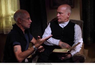 il regista Salvatores con Malkovich sul set