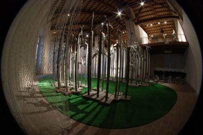 l'allestimento della mostra di Trubbiani ad Ancona