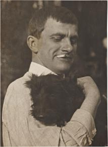 Mayakovsky-with-Scottie-1924